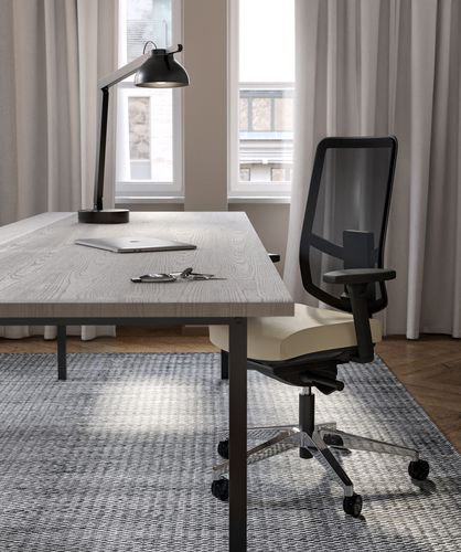 Executive office with wooden desk and JAMES MESH office chair in Nordic Light