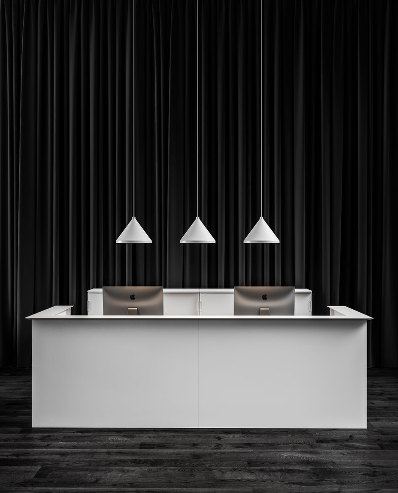 Reception Front view with black wooden details, SINKER lamps, JAMES MESH office chairs and BEKANT tables in Nordic Black & White